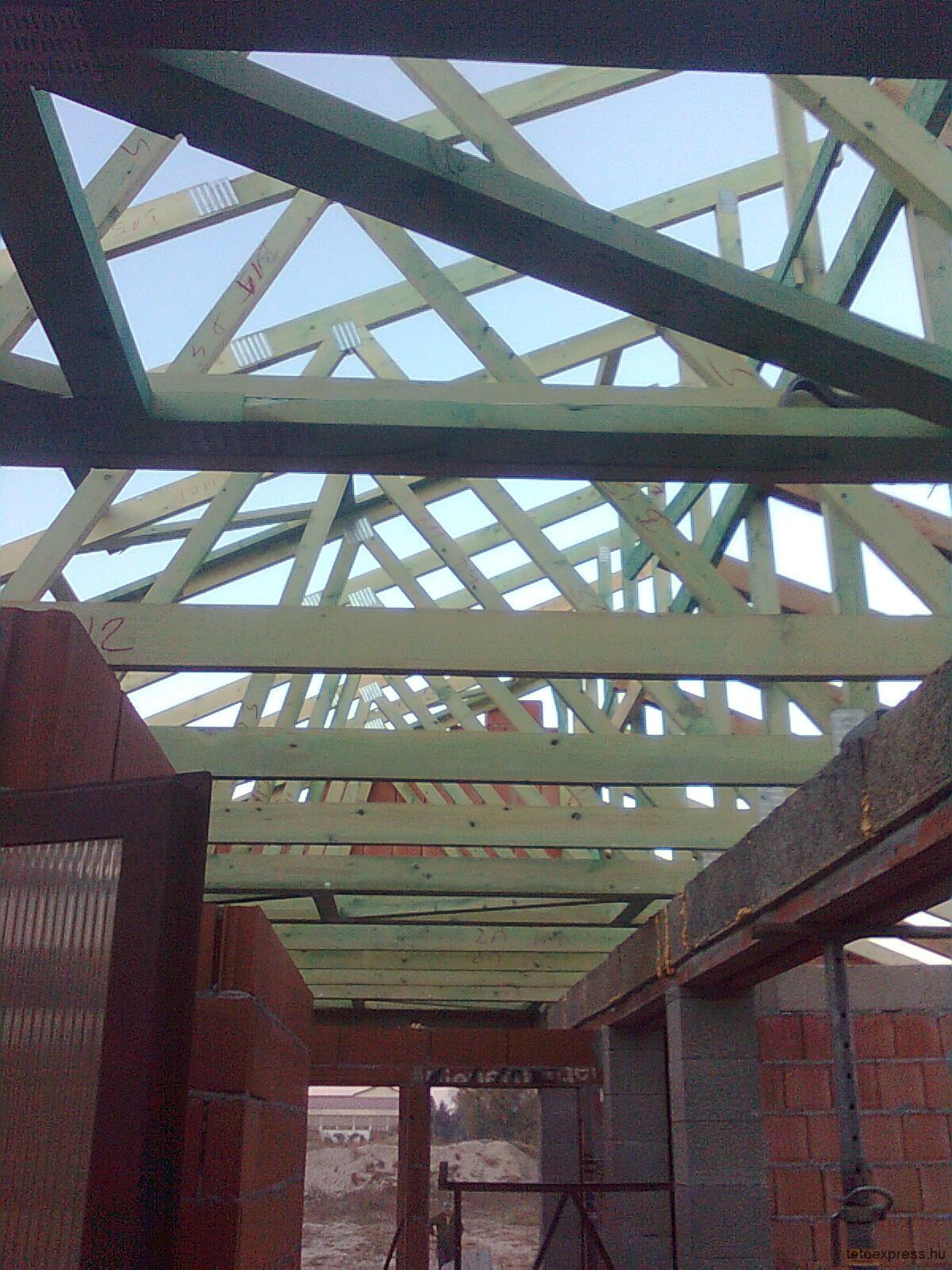 2012. Szeglemezes tető építés